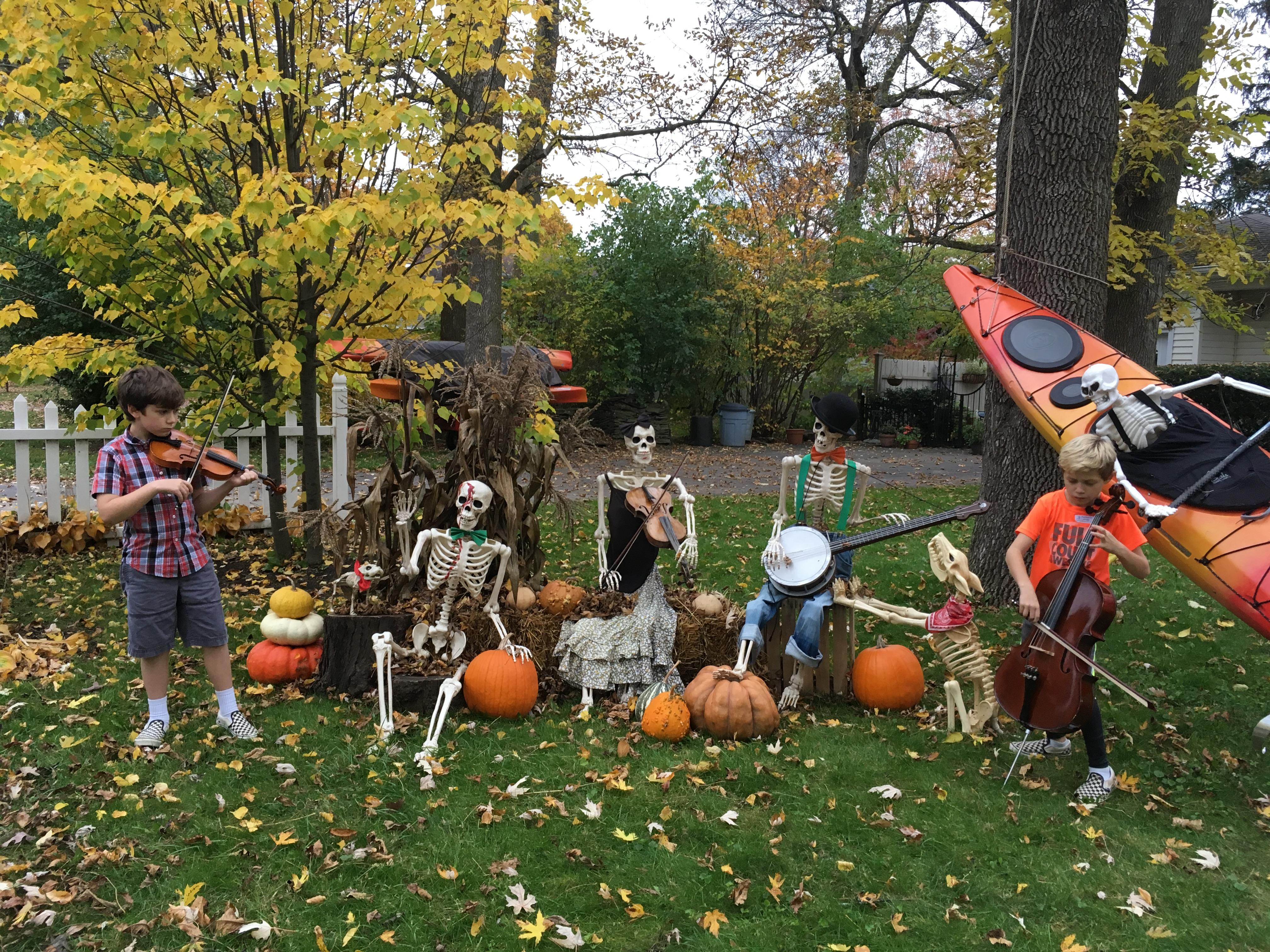 Fiddlers and skeletons